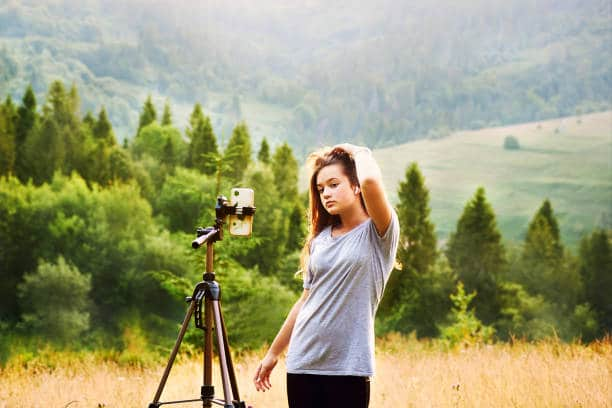 Girl with tripod: Best Gifts for Outdoorsy Women