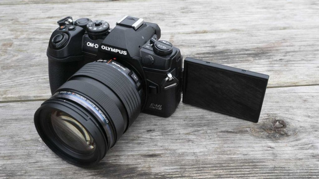 5 Great-Buy Cameras for Vlogging and Streaming under $1500: Olympus OM-D E-M1 Mark III