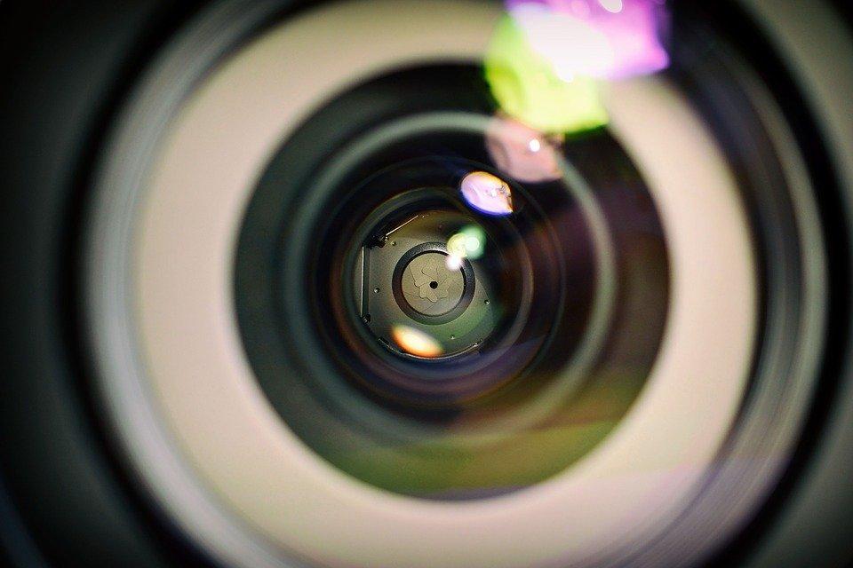 How to Choose Lens for Camera: Aperture
