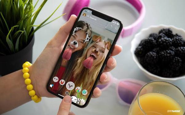 Snapchat Facts: Social Media Facts and Statistics