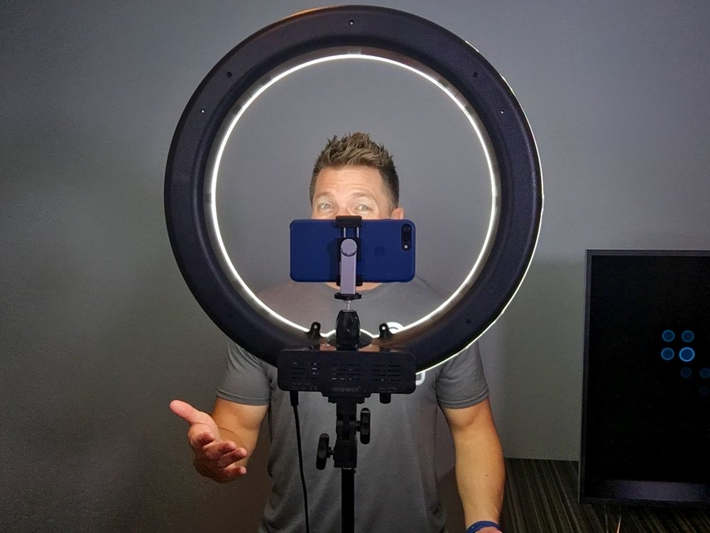 4 Great Equipment for Vlogging on iPhone: External Lighting
