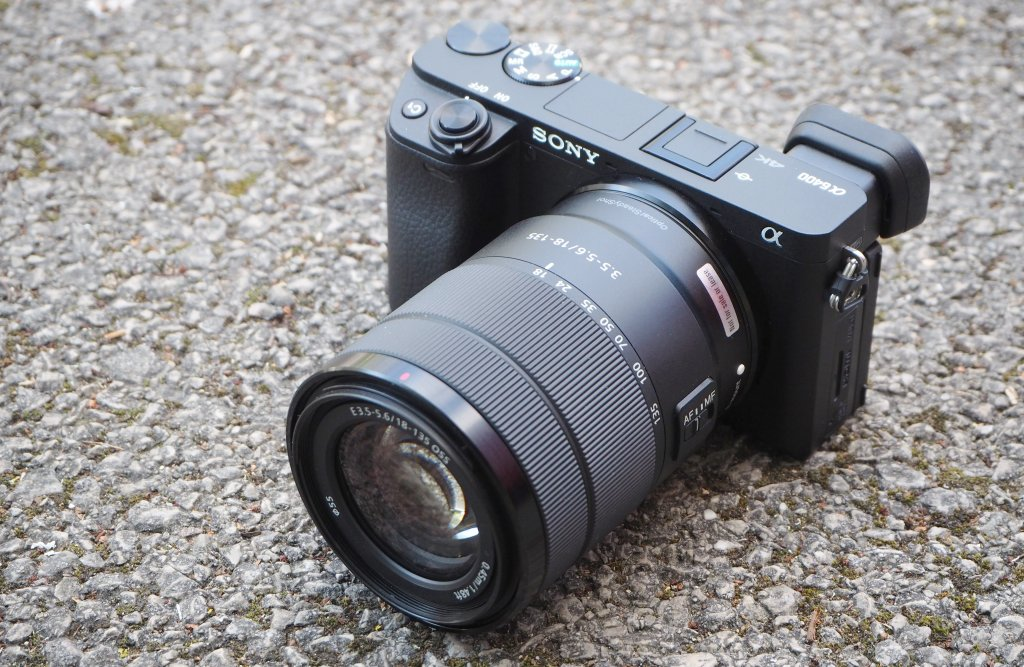 7 best cameras for Vlogging and Streaming under $1000: Sony A6400