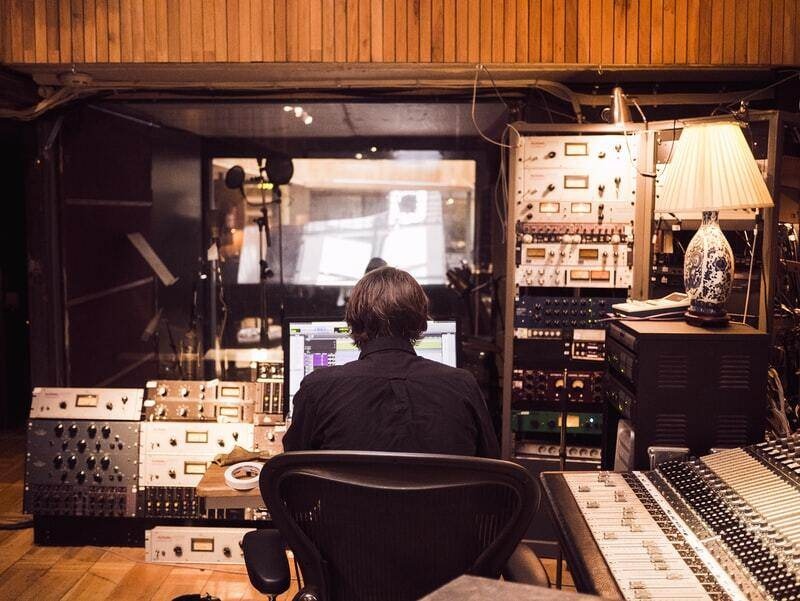 10 Richest Music Producers In The World   The Keys Behind The Tunes