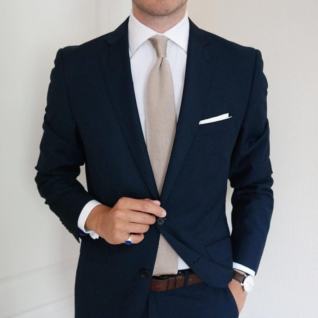 formal-suit-with-tie